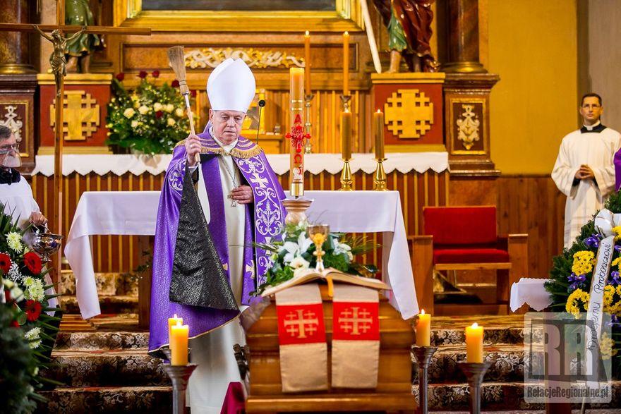 Marciszów: Pogrzeb księdza kanonika