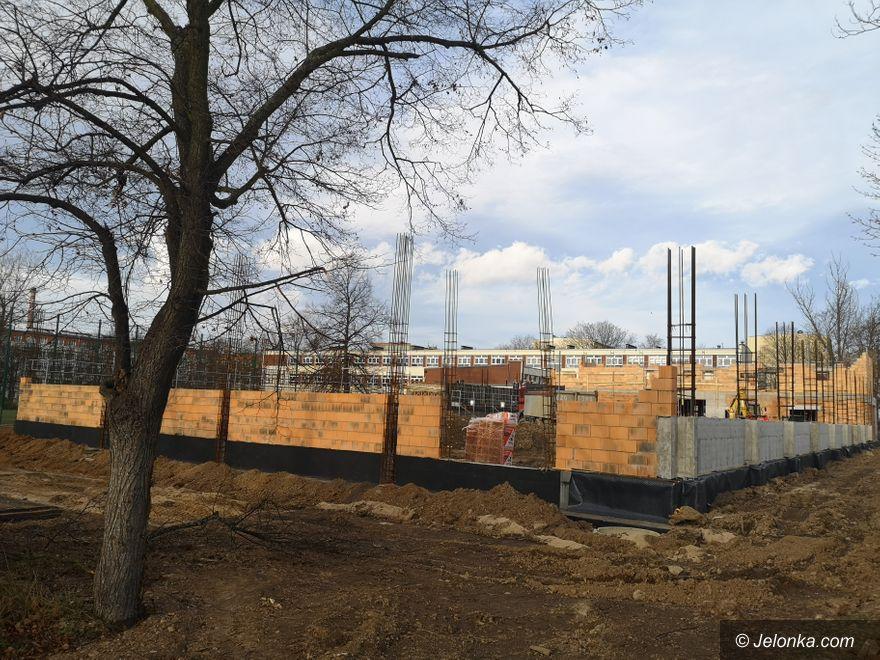Jelenia Góra: Trwa budowa szkolnej hali