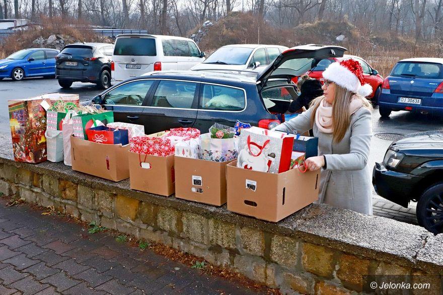 Jelenia Góra: Kolejni seniorzy obdarowani świątecznymi paczkami