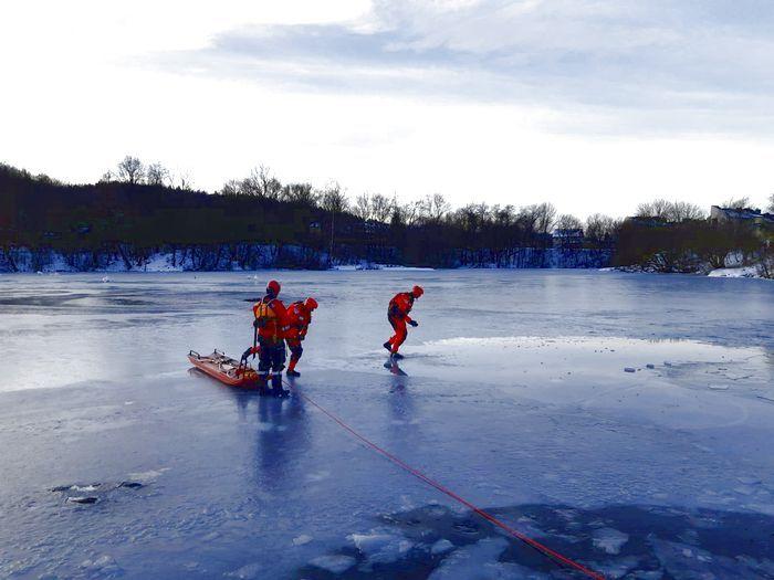 Jelenia Góra: Strażacy ćwiczyli ratownictwo lodowe