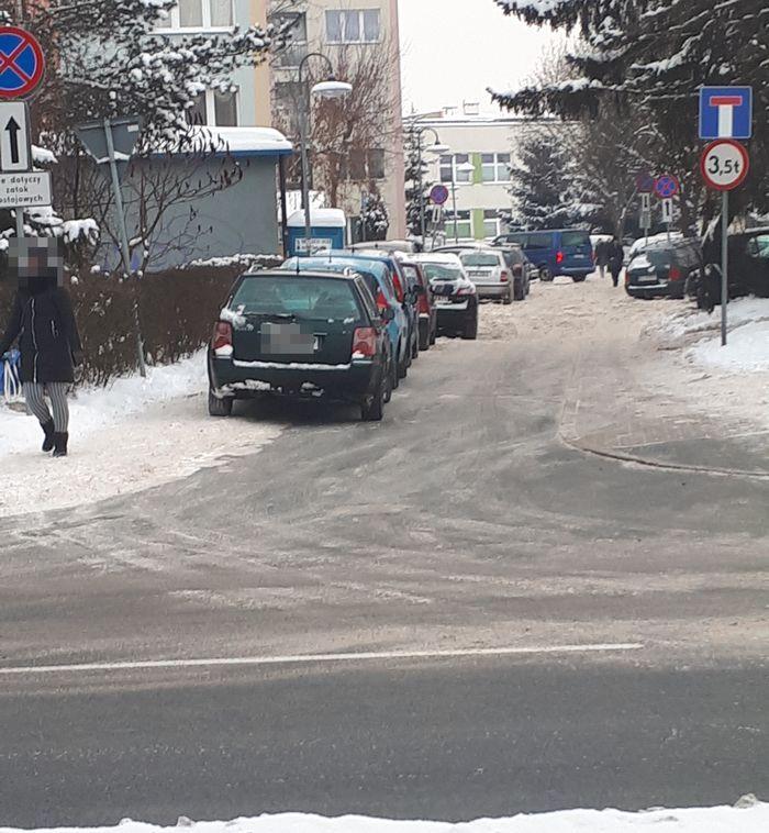 Jelenia Góra: Wciąż zastawione chodniki