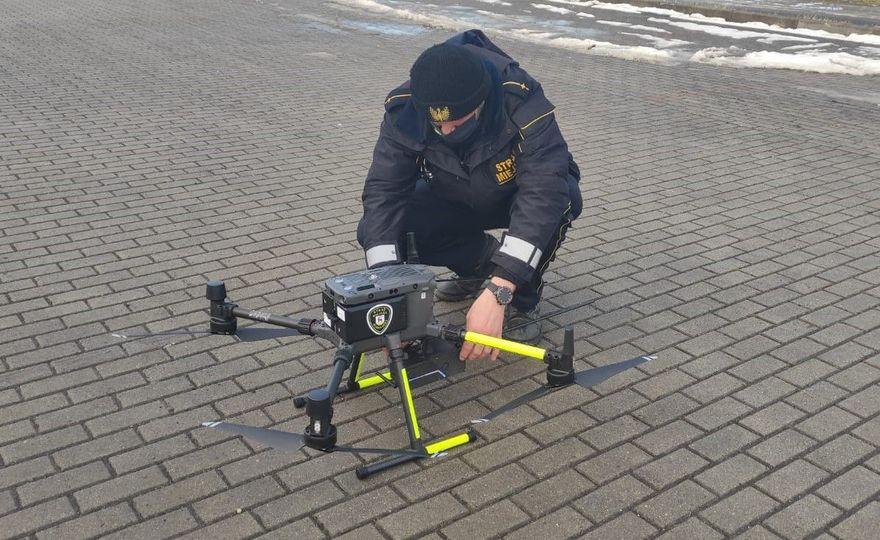 Jelenia Góra: Strażnicy zaczęli kontrole z użyciem drona