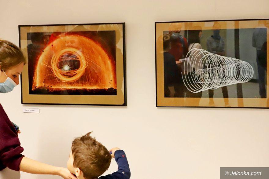 Jelenia Góra: Prezentują światło w różnych odsłonach