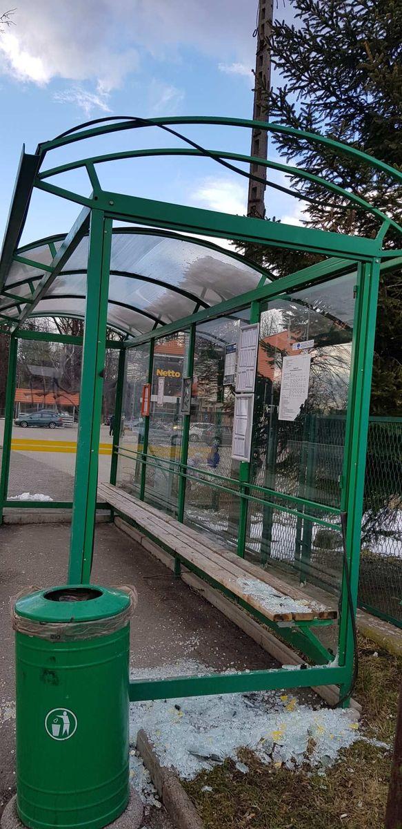 Kowary: Wandale niszczą wiatę