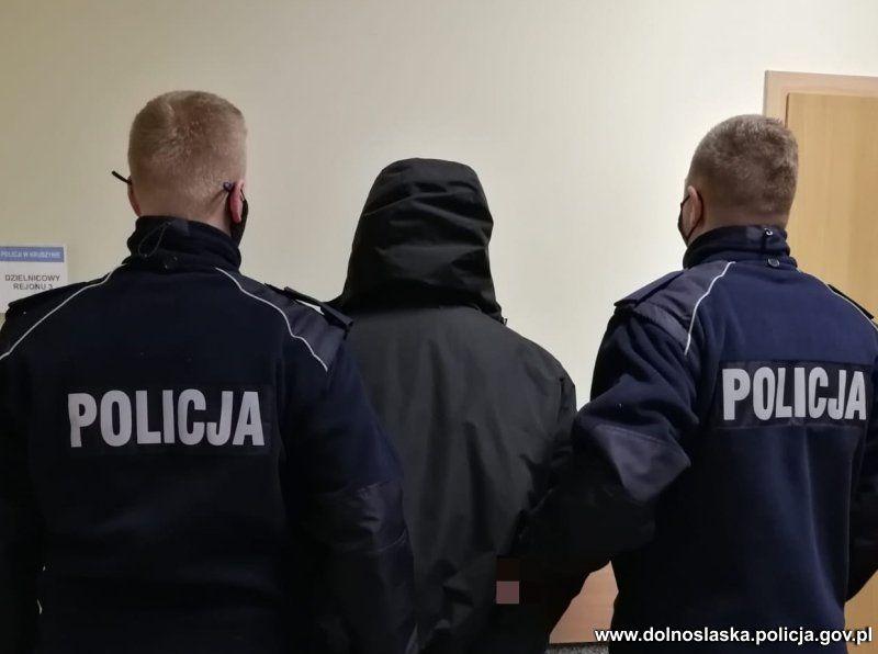 Bolesławiec: Kradzionym telefonem wyczyścił konto bankowe