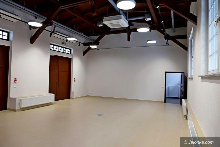Szklarska Poręba: Kino, koncerty i sesja w budynku dworca