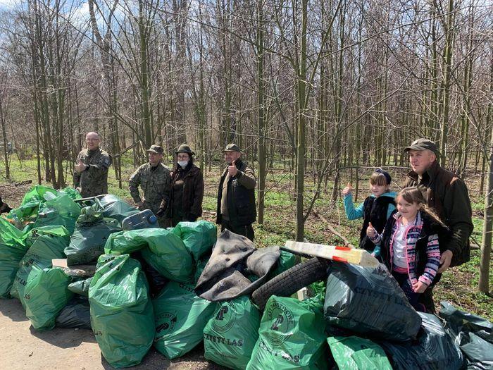 Powiat: Sprzątanie Ochotnicy
