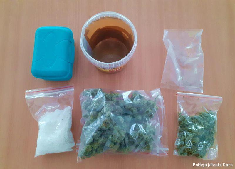 Jelenia Góra: Z narkotykami do pracy