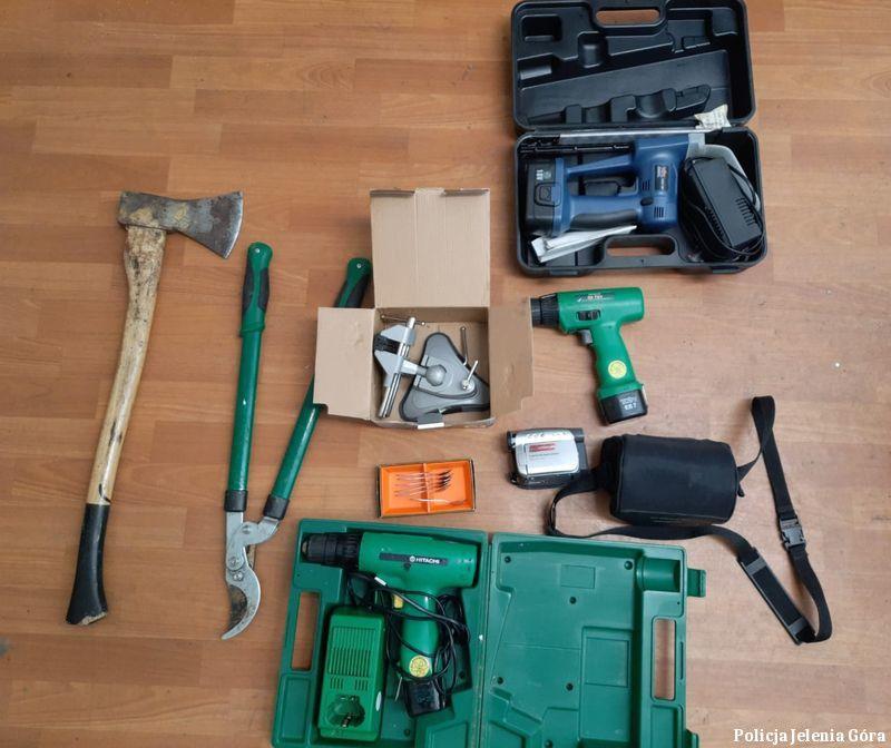 Jelenia Góra: Policjanci poszukują właścicieli odzyskanych przedmiotów