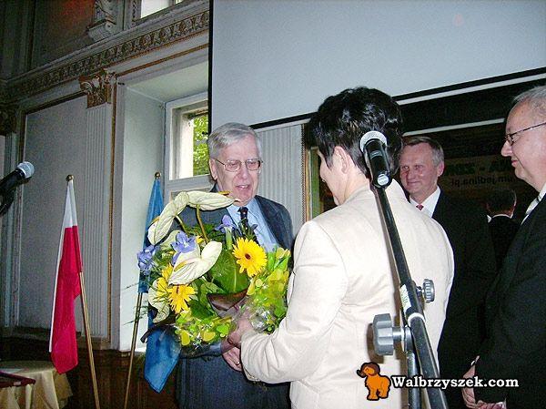 Kwiaty dla Guentera Boehma od Urzędu Miasta