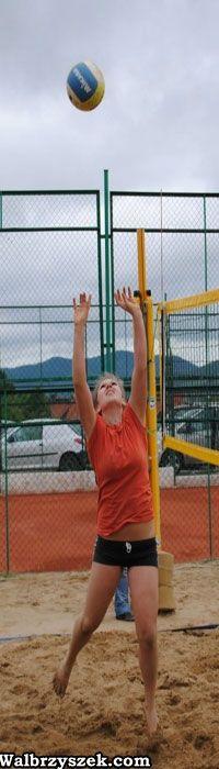 Wałbrzych: Mistrzostwa szkół średnich w siatkówce plażowej