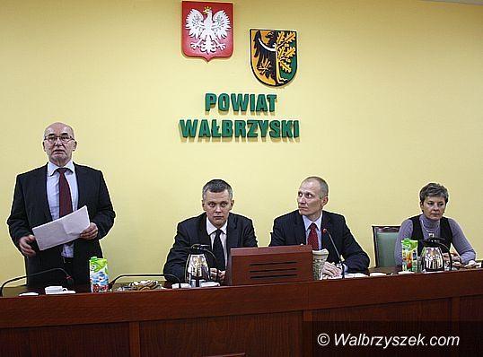 Wałbrzych/REGION: Drogi mamy średnie
