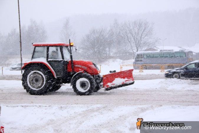 Wałbrzych: Opady śniegu sparaliżowały miasto
