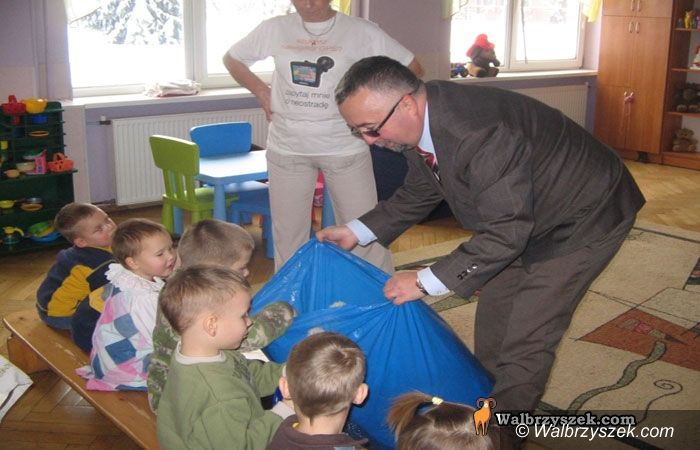 Wałbrzych: Fundacja Rosa rozwiozła dzieciom paczki