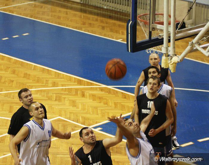 Wałbrzych: Emocje na parkiecie w meczach koszykarskich amatorów
