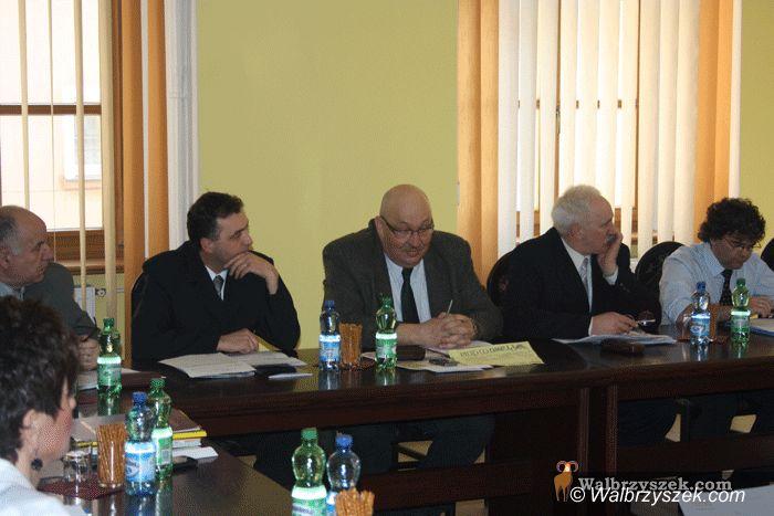 REGION, Boguszów-Gorce: Likwidacji gimnazjum w Gorcach na razie nie będzie