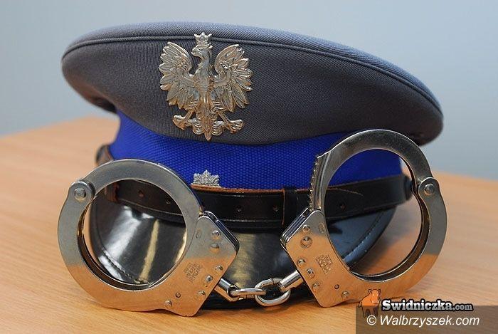 Wałbrzych: Były skazaniec podszył się pod policjanta i wsadził sobie do ust...