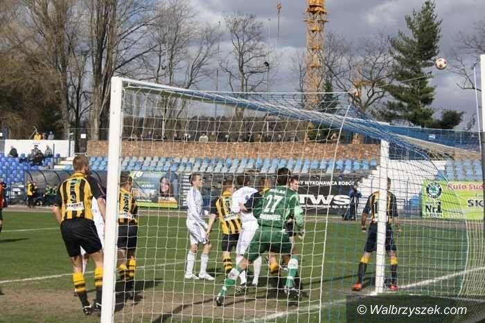 II-liga piłkarska: Górnik Wałbrzych wciąż bez zwycięstwa na wiosnę, podsumowanie piłkarskiej II–ligi