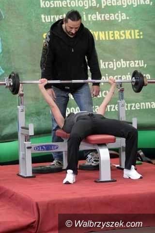 Wałbrzych: Wyciskali sztangę walcząc o miano mistrza Wałbrzycha
