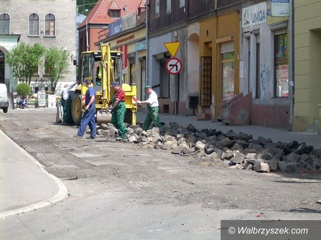 Wałbrzych: Trwa rewitalizacja dróg gminnych w Śródmieściu Wałbrzycha