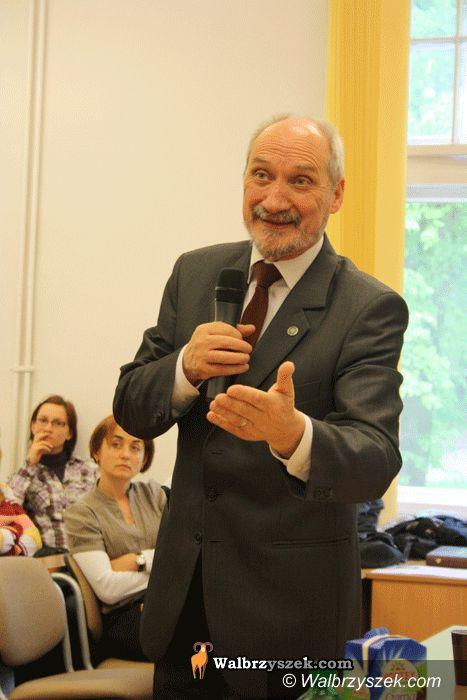 Wałbrzych: Poseł Macierewicz o tragedii Smoleńskiej i nie tylko