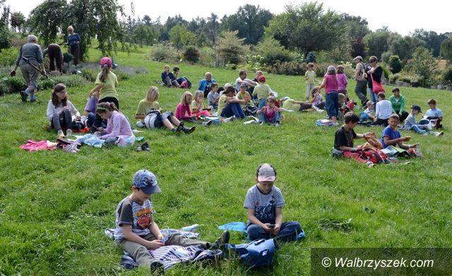 Wałbrzych: Dzieci z Wałbrzycha uczestniczyły w warsztatach fotograficznych w Arboretum w Wojsławicach