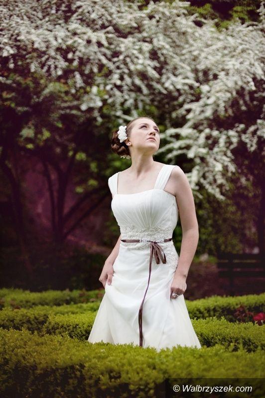 Wałbrzych: Piłkarki z Wałbrzycha w sukniach ślubnych