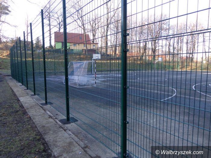 Wałbrzych: Nowy wygląd boiska przy III LO w Wałbrzychu