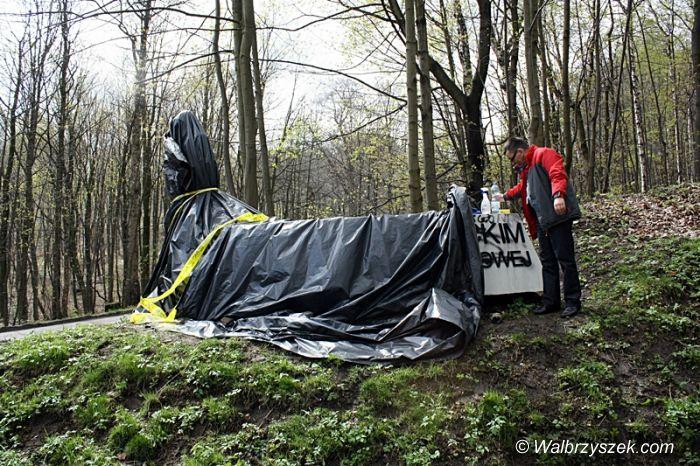 Wałbrzych: Pomnik żołnierzy radzieckich został zniszczony