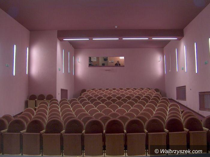 Wałbrzych: Sprzedaż foteli teatralnych