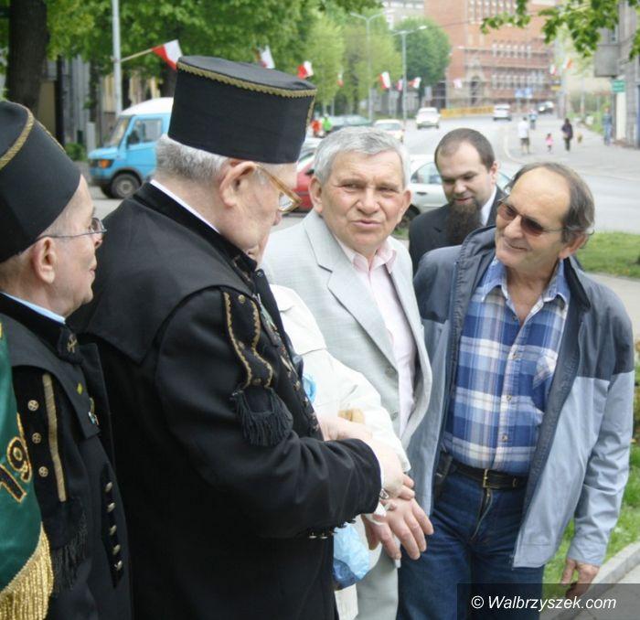 Wałbrzych: Przedstawiciele lewicy złożyli kwiaty pod Pomnikiem Pamięci Górnictwa Wałbrzyskiego