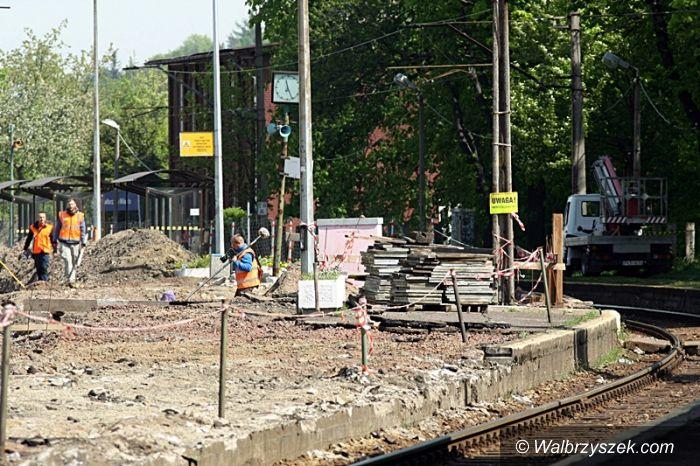 Wałbrzych: Trwa wymiana torowiska w okolicach Dworca Miasto