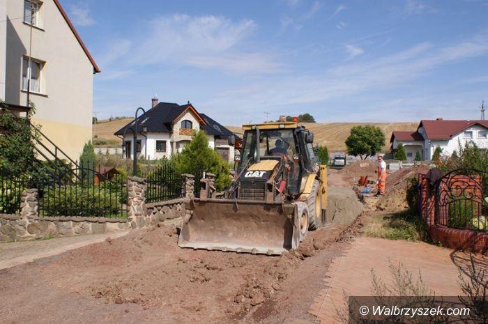 REGION, Stare Bogaczowice: Odbudowują drogę w Starych Bogaczowicach