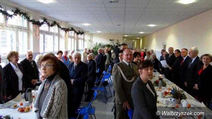 Wałbrzych: Wigilia środowiska Kombatanckiego w szkole PSP nr15