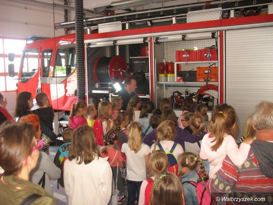Wałbrzych: Wizyta dzieci u strażaków