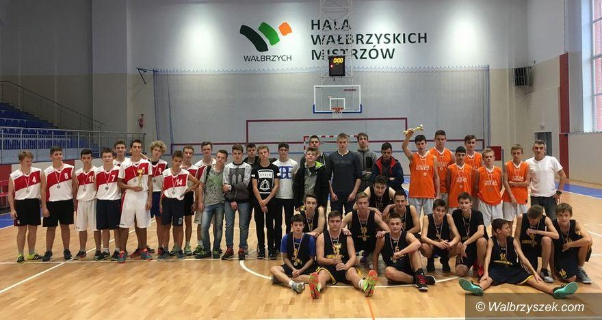 Wałbrzych: Sportowe gimnazjum najlepsze w koszykówce