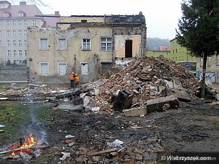 Wałbrzych: Trwa rozbiórka na ulicy 11 Listopada
