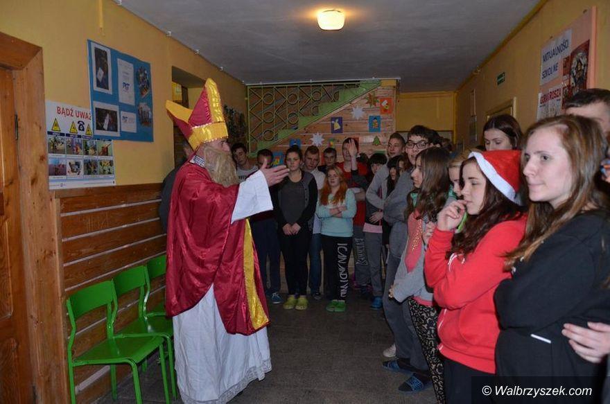 powiat wałbrzyski: Mikołaj odwiedził placówki wychowawcze w powiecie wałbrzyskim