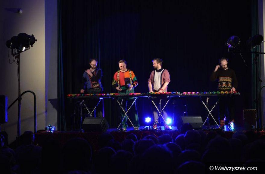 REGION, Boguszów-Gorce: Łowcy. B na Babskim Wieczorze Kabaretowym w bibliotece
