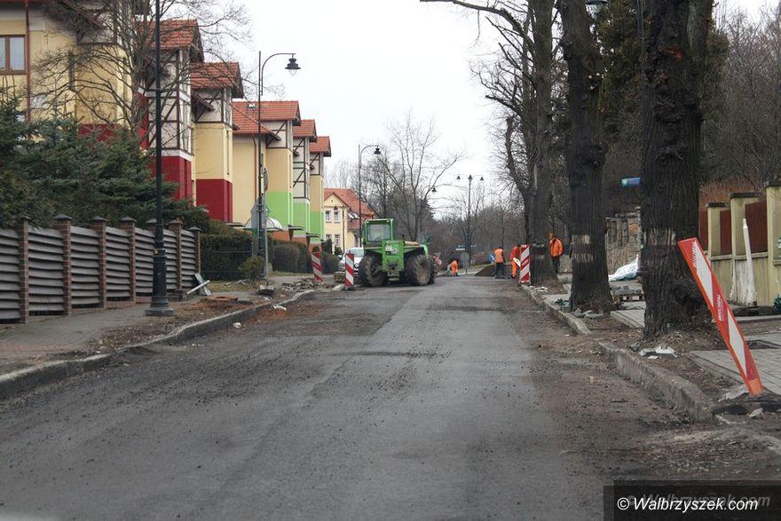 REGION, Szczawno Zdrój: Ulica Mickiewicza w Szczawnie–Zdroju wciąż zamknięta