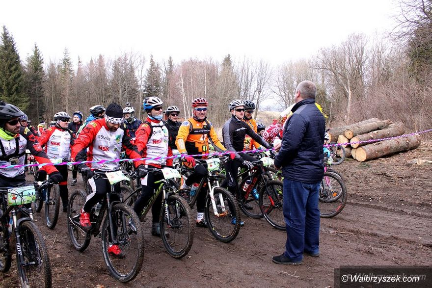 REGION, Walim: Biegacze i cykliści rozpoczęli sezon w Górach Sowich