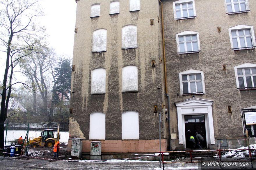 Wałbrzych: Ruszyły prace w budynku po byłym gimnazjum na Sobięcinie