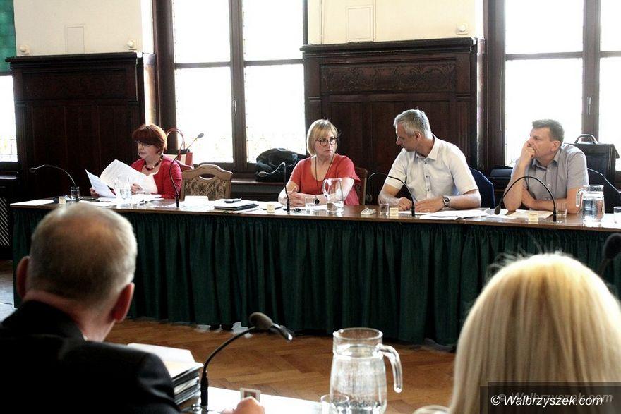 Wałbrzych: Radny Rząsowski spiera się z prezydentem Szełemejem na temat budowy nowych żłobków