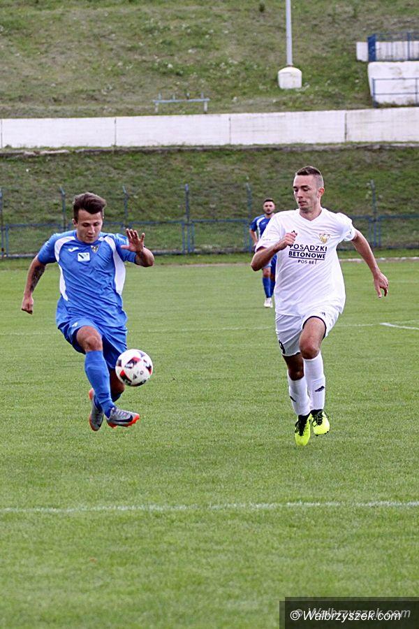 Wałbrzych: IV liga piłkarska (grupa wschód): Męczyli się z Żernikami