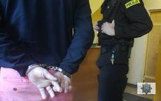Wałbrzych: Poszukiwany z zakazem sądowym zatrzymany przez wałbrzyską drogówkę