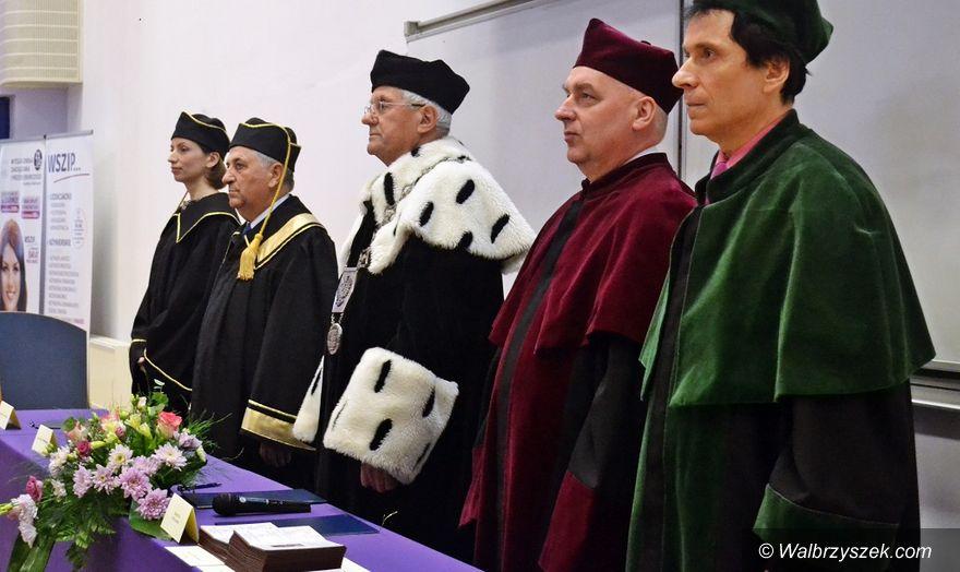 Wałbrzych: Uroczyste wręczenie dyplomów Absolwentom