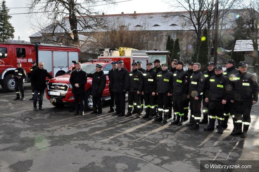 REGION, Stare Bogaczowice: Przekazanie wozu pożarniczego dla OSP w Starych Bogaczowicach