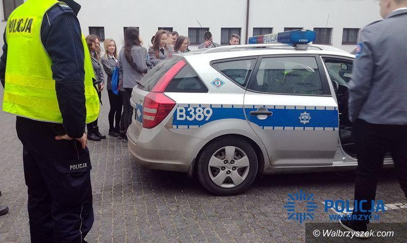 Wałbrzych: Tym razem uczniowie klasy drugiej mundurowej zobaczyli jak pracują policjanci