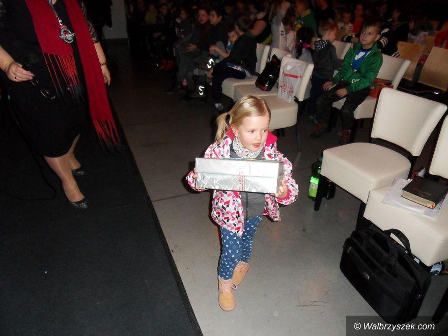 Wałbrzych: Gwiazdkowa Niespodzianka przysporzyła dzieciom mnóstwo radości