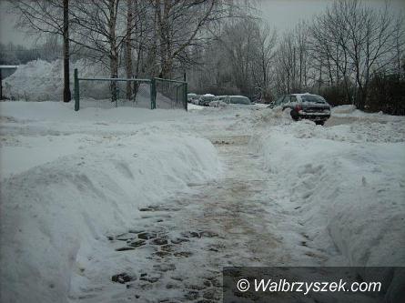 REGION: Obfite opady śniegu i silny wiatr będą nam dziś towarzyszyć cały dzień